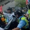HONG KONG: Premješteni saobraćajni policajci koji su tukli demonstranta