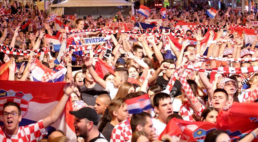 Image result for hrvatska danska nogomet slavlje zagreb zastave